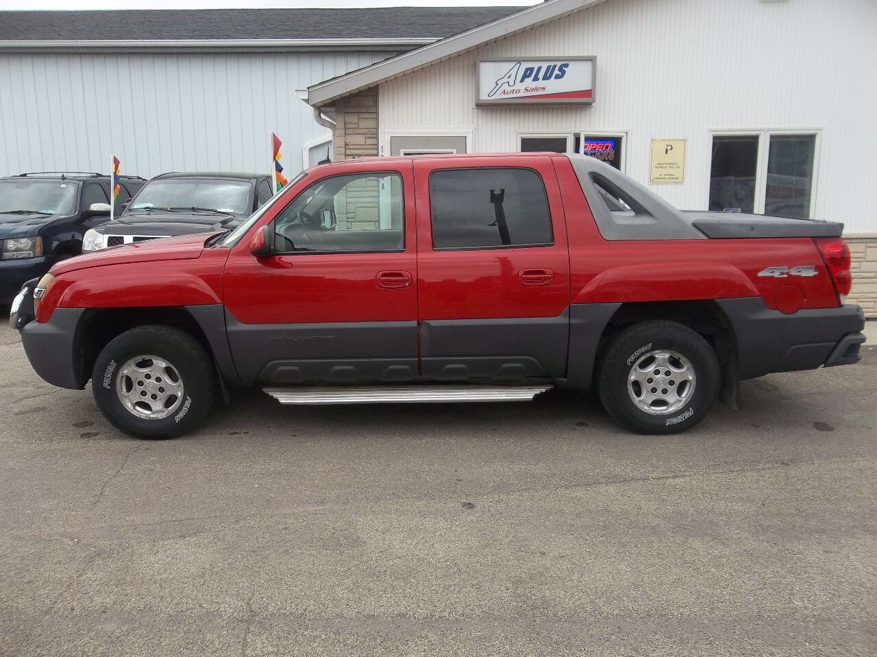 2003 Chevrolet Avalanche 1500 | Sioux Falls, SD, Victory Red (Red & Orange), 4 Wheel