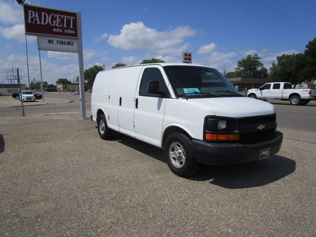 2004 Chevrolet Express Cargo 1500, Summit White (White), Rear Wheel